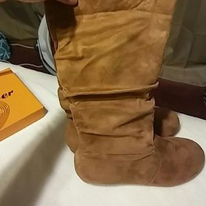 Womans suede Tan boots